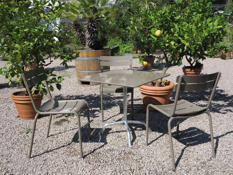 Minimal design designm bel und einrichtungen b ttig for Tisch bild von ivy design